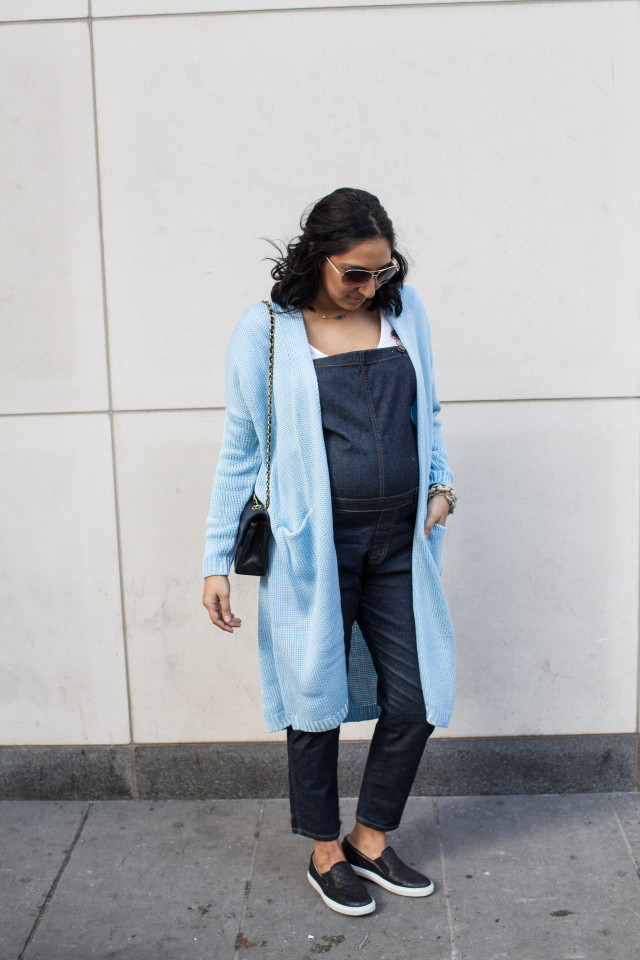 Casual denim maternity outfit