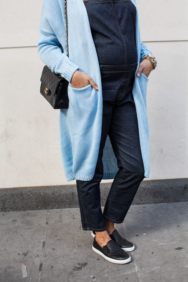 Overalls long sweater sneakers