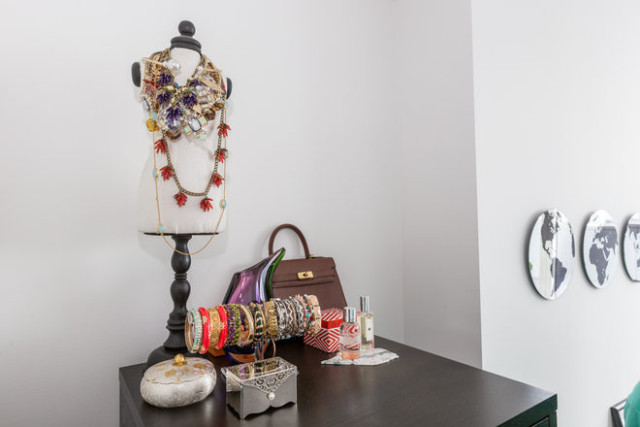 Hitha On The Go Jewelry Display