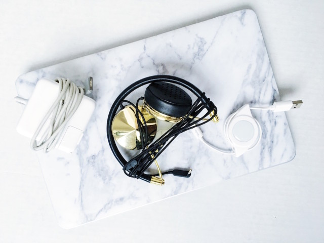 Essential Work Electronics - Apple MacBook Air - Frends headphones - Chargers