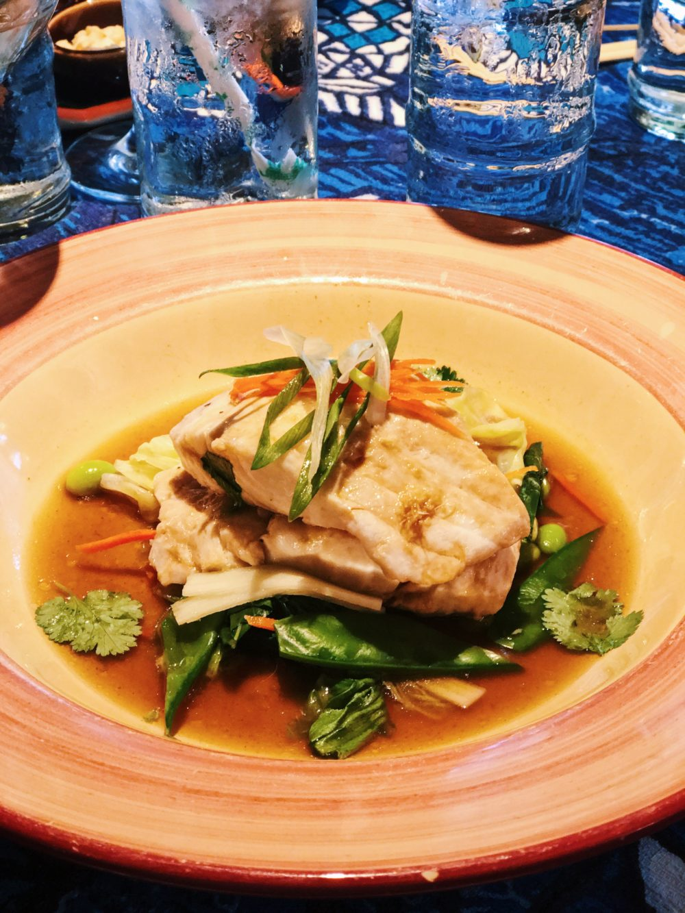 What to see eat do and where to stay in maui for Mamas fish house lunch menu
